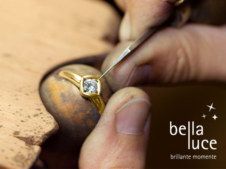 Setting of a Bellaluce Solitaire diamond ring.  The faszinating world of diamonds. No Diamond is similar to another diamond because it is a gift of the nature. Every diamond is unique, just like you are. If you want to know more about diamonds please visit www.bellaluce.de
