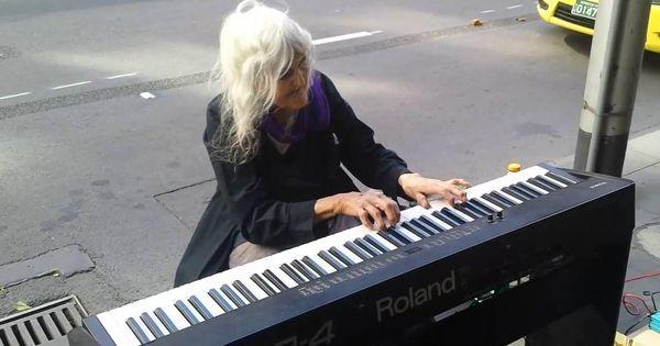 L'esibizione Di Questa Artista Di Strada Di 80 Anni è Assolutamente Inca... #music