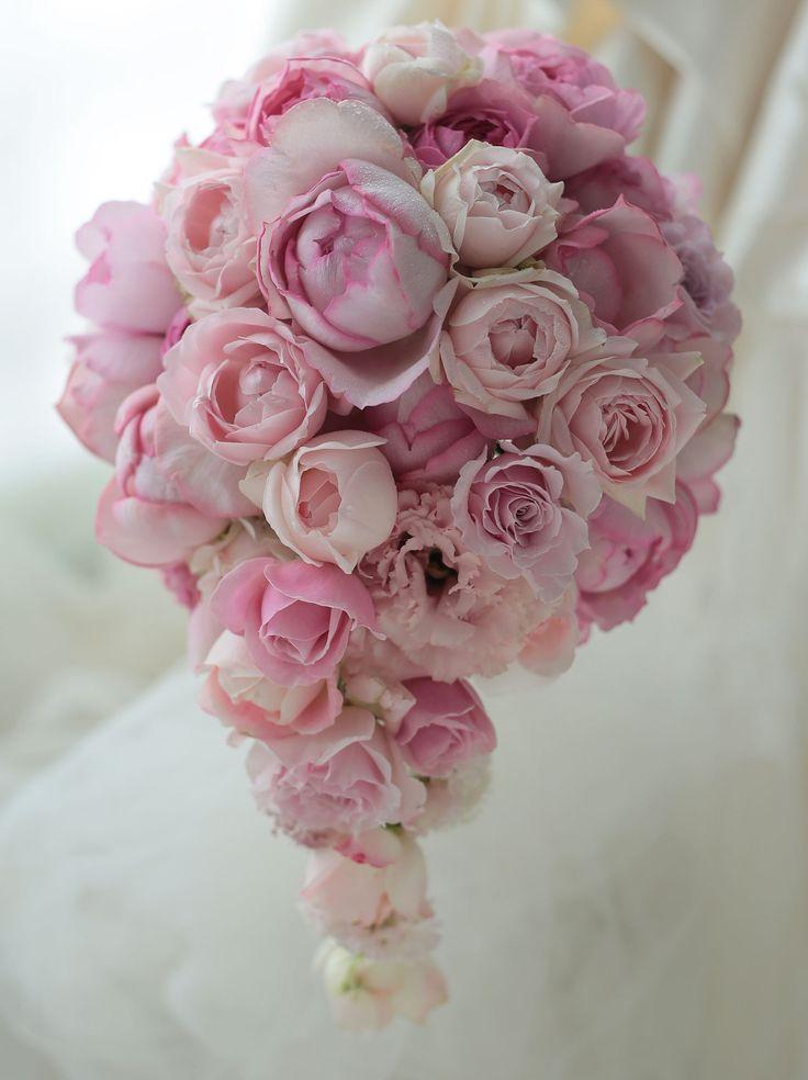 ヒルトン東京さまへお届けした、オーバルブーケです。dapandaさんのご紹介でした。淡いピンクのバラのグラデーション。この記事を書いてる途中で変なタイトル...