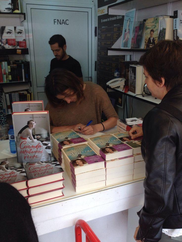 La escritora y periodista Sandra Barneda en nuestra caseta 201