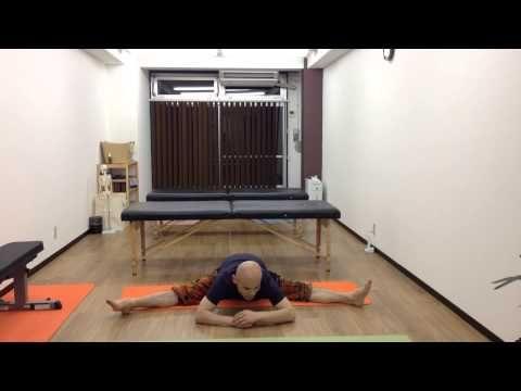 股関節が硬い人へ 開脚での股抜きのコツ - YouTube