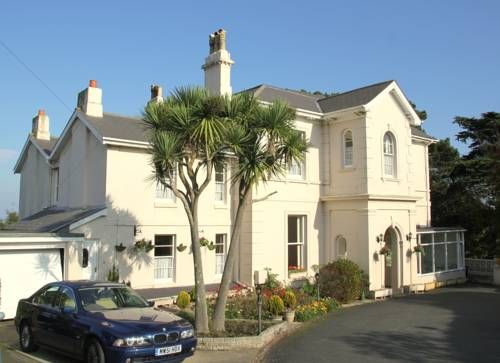 The Muntham Apartments and Town House Torquay Offering free WiFi and a sun terrace, The Muntham Apartments and Town House is located in Torquay, 1.2 km from Meadfoot Beach. Torquay United FC is 1.3 km away. Free private parking is available on site.  All units include a seating and dining area.