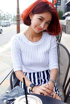 Today's Hot Pick :Corrugated Short-Sleeves T-Shirt http://fashionstylep.com/SFSELFAA0004647/myharooen/out For a chill out Saturday morning, wear this shirt. This has a round neckline, short-sleeves, slim fit, and corrugated fabric. It closes with a back zipper. Wear this shirt with printed pants and loafers for a stylish,. fuss-free day ensemble. - Round neckline - Short-sleeves - Slim fit with stretch - Corrugated fabric - Available color(s): Ivory, Orange, Blue