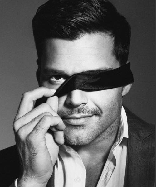 Ricky Martin: Mmmmmm.. I see U too!!!