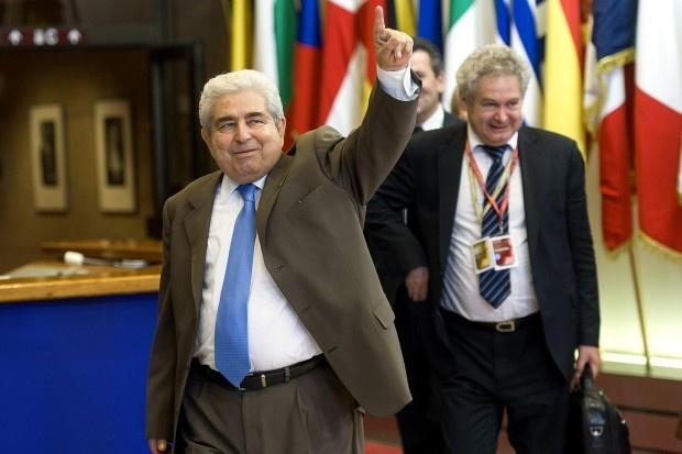 Dicke Schmarozer: Demetris Christofias ist Ministerpräsident von Zypern. Er und sein Land haben derzeit auch die EU-Ratspräsidentschaft inne - eijeijei