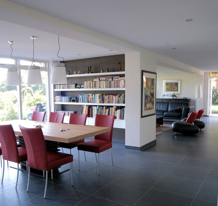 Modern interieur met ingebouwde boekenkast p a r t i c u l i e r e n pinterest photos - Mezzanine verlichting ...
