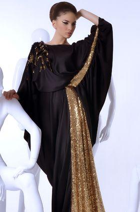 """تتربع العباية على عرش التصاميم الإماراتية، فهي زي تراثي يلقى الإعجاب من مختلف السيدات وجنسياتهن، حيث تحرص الكثيرات على إضافة عباية تواكب أحدث الموضات إلى مجموعة أزيائهن. شاهدي هذه المجموعة من دار """"تلي""""، التي تقدم إضافة إلى تصاميم العبايات، الفساتين …"""