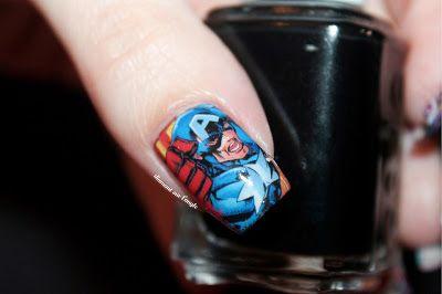 Nail Art : Captain America // Avenger // Marvel by diamant sur l'ongle https://diamantsurlongle.blogspot.fr/2016/04/nail-art-captain-america-avenger-marvel.html