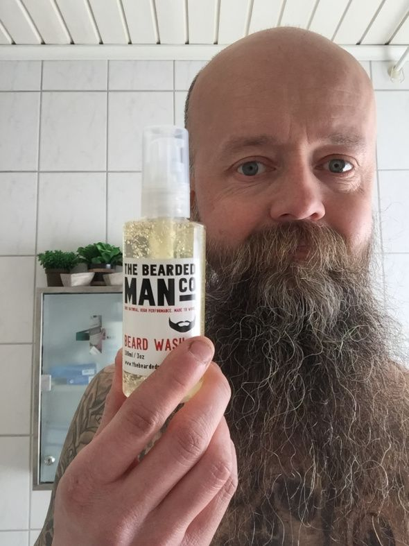 Återfukta torra och spröda skägg | Testpiloterna  Recension av The Bearded Man Company Beard Wash.