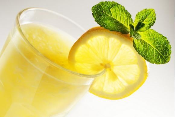 👈 من فوائد عصير الليمون بالنعناع 🍃 بعد الطعام 🍺 أنه يحفز الإمتصاص في المعدة ويحفز الكبد على إفراز أنزيمات الهضم👌…