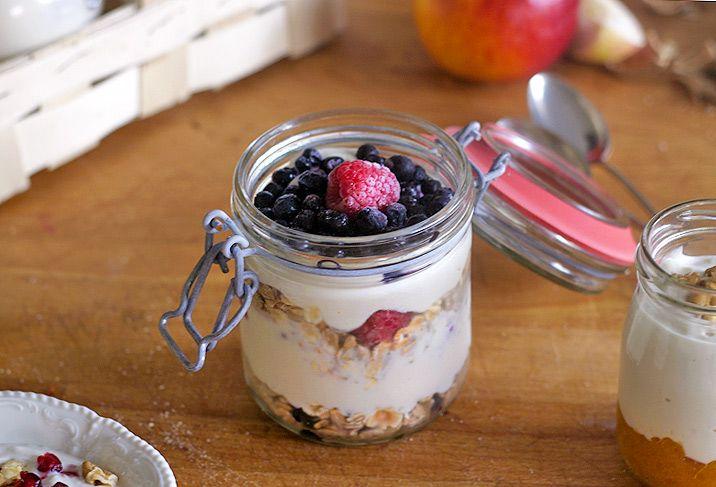 Jeden rychlý tip na snídani či svačinku. Připravíte jí velmi jednoduše. Večer, než půjdete spát, nas | Veganotic