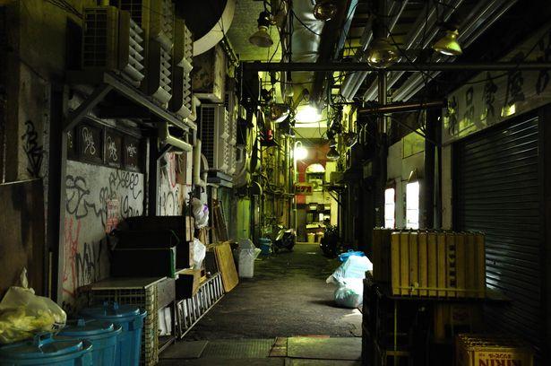 夜の路地裏 | 街並み・建物 > 店舗の写真 | GANREF