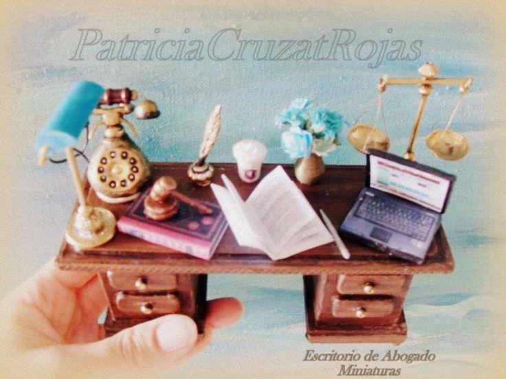 17 best images about bibliotecas con miniaturas on for Escritorio de abogado