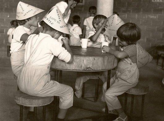 Le jardin d'enfants Nestlé de l'Expo 64.  La Vallée de la jeunesse, en 1964, a émerveillé le public. Conçu à l'époque comme un paradis pour les enfants pour une durée de vie éphémère de six mois, cet ensemble de bâtiments a été rénové par la Ville de Lausanne et accueille aujourd'hui l'Espace des Inventions, un musée scientifique interactif pour les enfants, ainsi qu'une halte jeux.   © Collection particulière de Luciana Bazzanella, Lausanne