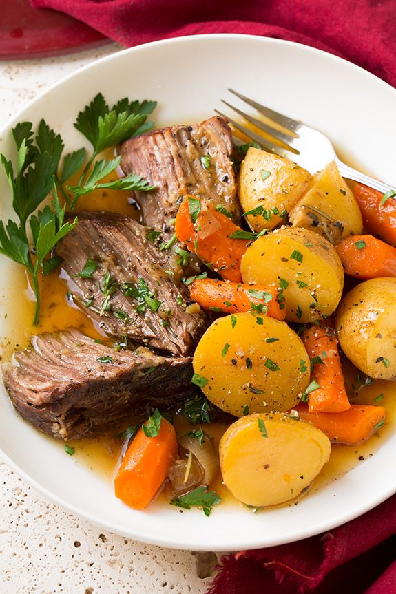 I don't know what it is about fall that says pot roast is a must! It's just such a hearty, comforting dinner at the end of a long cold day. Plus I love tha