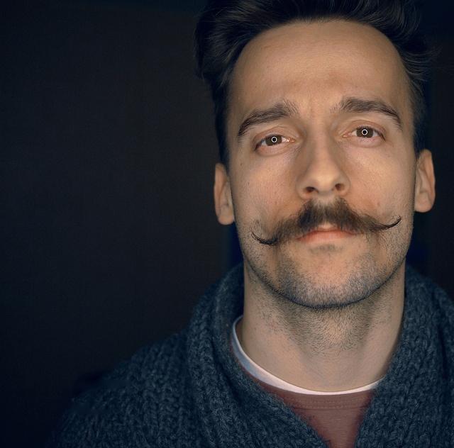 mustache moustache e