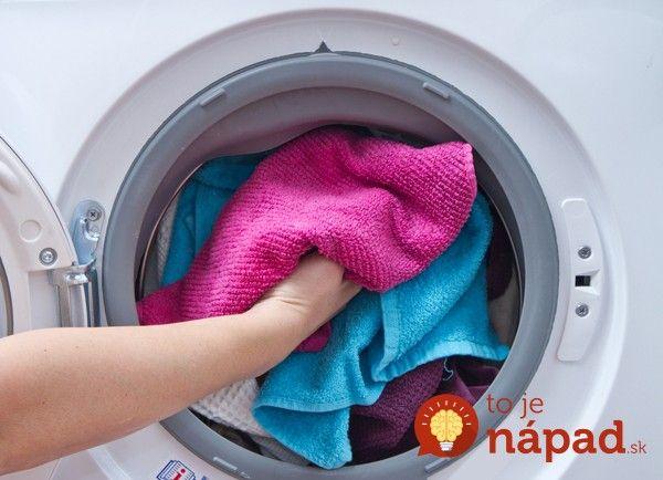 Chcete aby sa vaše oblečenie opakovaným praním nepoškodilo a vyzeralo stále tak dobre, ako ste ho kúpili? Prinášame vám overení tipy šikovných gazdiniek, ktoré ochránia vaše oblečenie.