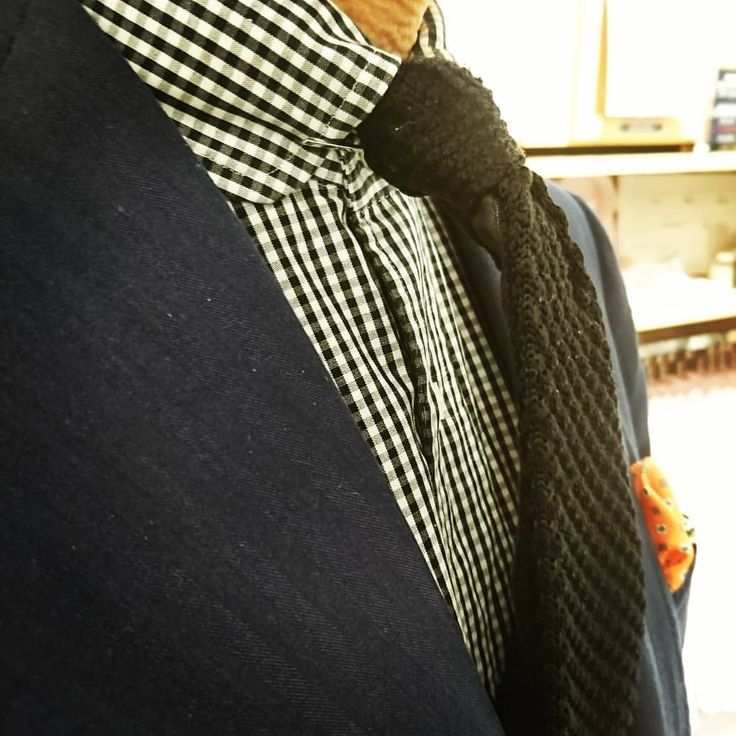 クールビズですが、「カラーバー」ラウンドカラーに装着🎵 ノットの立体感⤴️⤴️ パターンオーダーシャツ:9,900円+税 ニットタイ:4,900円+税 カラーバー:1,800円+税 #ベラカミーチャ渋谷道玄坂店#ベラカミーチャ#Bellacamicia#ラウンドカラー#カラーバー#カラーピン#ドレスシャツ#ニットタイ#クールビズ#セール#sale#クリアランス#夏のセール#レディースオーダーシャツ#パターンオーダーシャツ#オーダーシャツ#ordershirts#渋谷#tokyo#東京オーダーシャツ#渋谷オーダーシャツ#スタッフ募集#アルバイト募集#アパレルバイト#シャツ#shirts