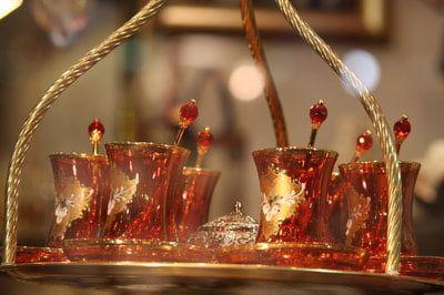 Té turco, qué es y cómo se prepara http://cafeyte.about.com/od/Cultura-del-TE/ss/Teacute-turco-queacute-es-y-coacutemo-se-elabora.htm