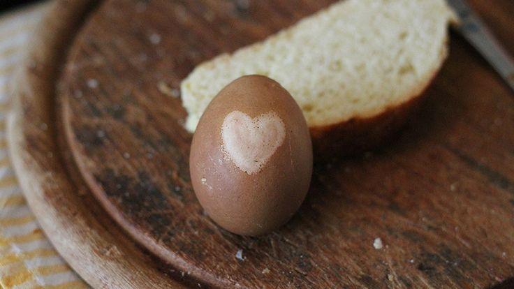 Hát, ez inkább barna, mint piros. A hagyma meggyőzőbb.. http://www.nlcafe.hu/szabadido/20150303/husveti-tojasfestes-termeszetesen/