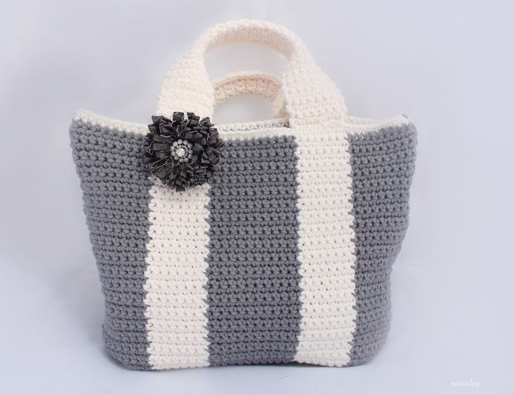 Step-by-step Crochet Pattern: Gray x White Simple tote. The instruction has step-by-step photos.