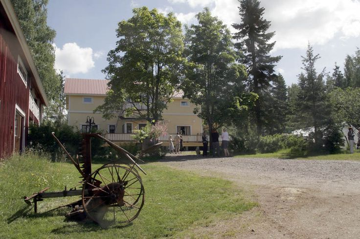 Ferien auf dem Bauernhof :) Das Haus der tausend Märchen (Tuhannen Tarinan Talo) liegt inmitten der wunderschönen finnischen Seenlandschaft nahe des friedlichen Dorfes Kannuskoski in der Region Kouvola.