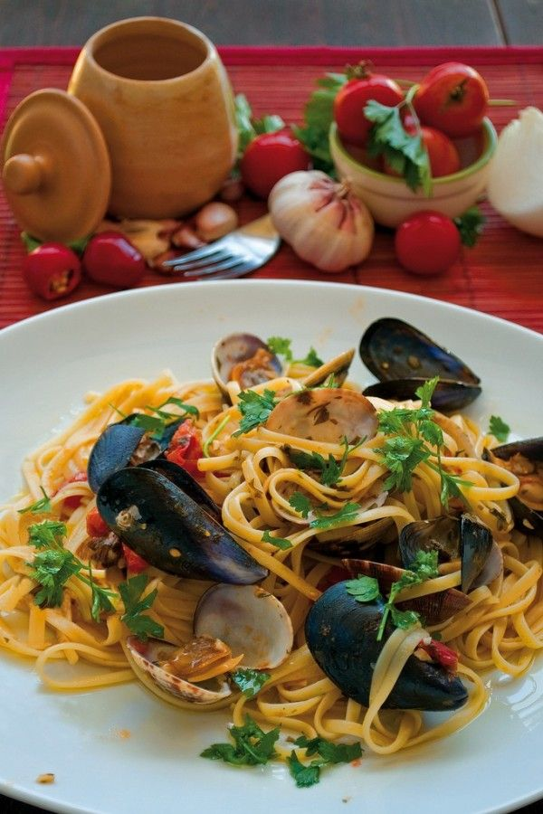 Linguine con cozze e vongole.- -ITALIA  by Francesco-Welcome and enjoy- - #Expo2015 #WonderfulExpo2015 #ExpoMilano2015 #Wonderfooditaly #MadeinItaly #slowfood #FrancescoBruno    @frbrun  http://www.blogtematico.it  frbrun@tiscali.it    http://www.francoingbruno.it