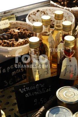 Vinegar, sale, Nimes Market, Provence, France, Europe, Numer utworu: IBR0335139, Fotochannels
