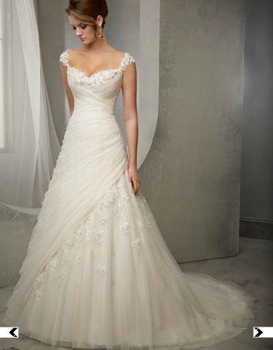 Brautkleid mit Tüll und Kristall-Applikationen