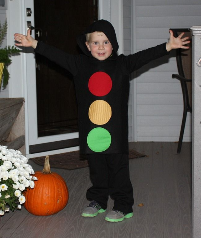 Traffic Light Halloween Costume {CowboysandCocktails.wordpress.com}