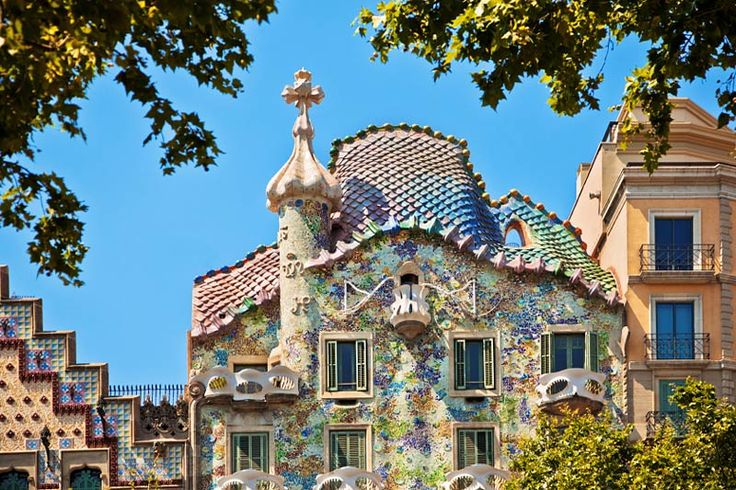 Gaudi's treasures are waiting for you <3  #visitbarcelona #hotelinglaterra #barcelona #casabatllo #gaudi