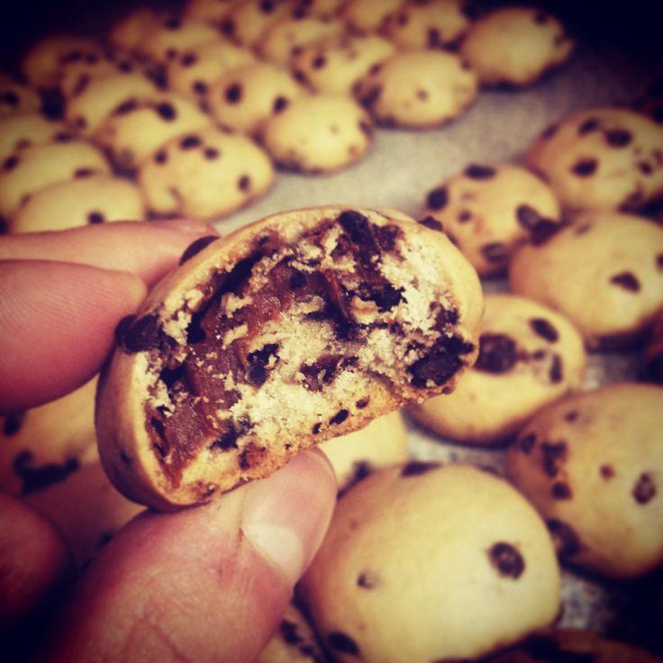 Galletas con chips de chocolate rellenas con manjar! :). Www.facebook.com/delikatessenw SANTIAGO CHILE :)!.
