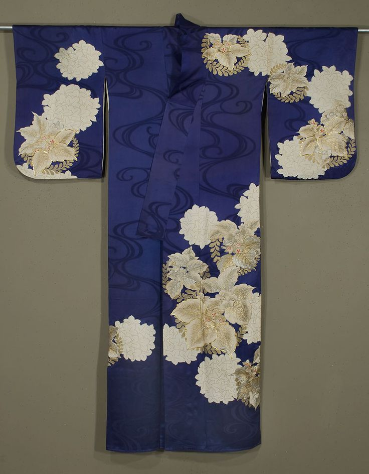 MARLA MALLETT Japanese Kimono 1950s. Rinzu silk, with gold, silver and silk embroidery and gold surihaku.
