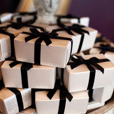 Wedding Favors Boxes Of Godiva Milk And Dark Chocolate