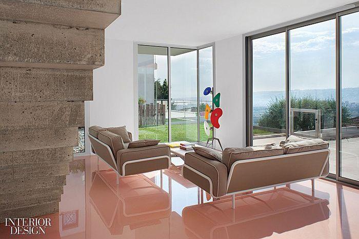 Страница из каталога мебельной компании BoConcept