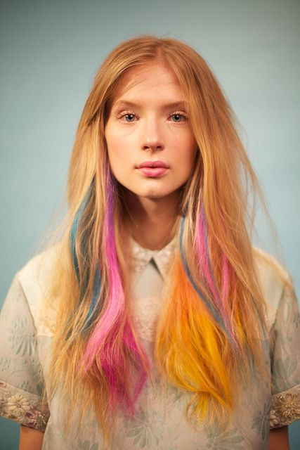 samantha casolari capelli con meches colorate