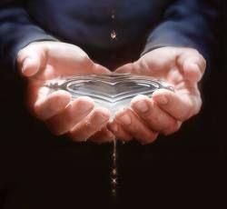 Вода способна исцелять человека от болезней и порчи.