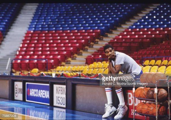 Fotografia de notícias : Ralph Sampson of the Sacramento Kings in Arco...