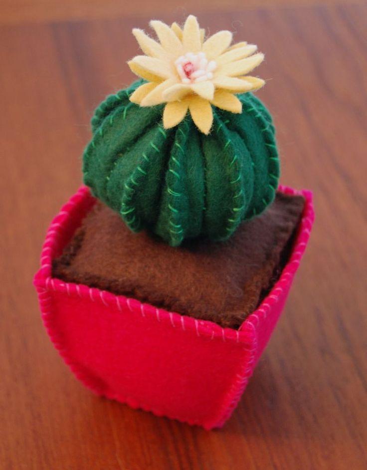Felt cactus and felt pot with soil - fantastic flower treatment