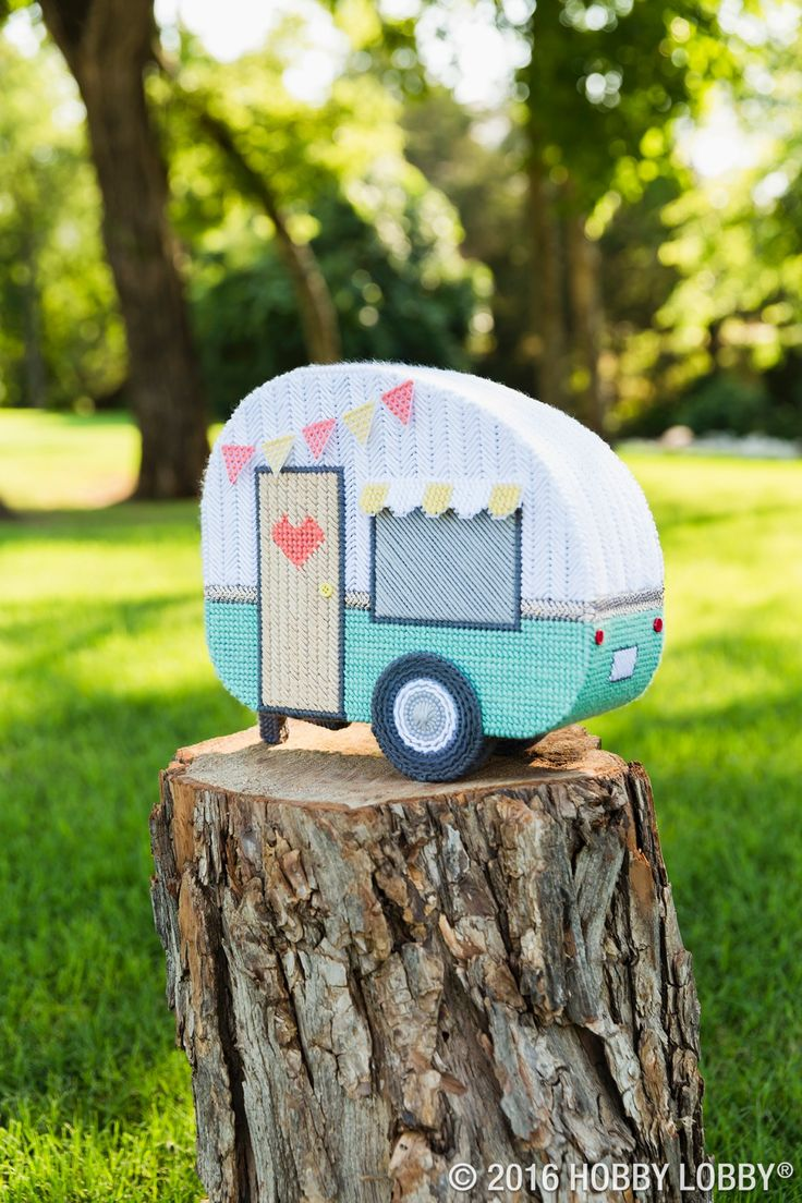 Love creating jaw-dropping DIY details? So do we!    To replicate this cute camper, cut pieces from ultra-stiff plastic canvas, fill in with yarn & whipstitch together. Tip: Add mini buttons for details!