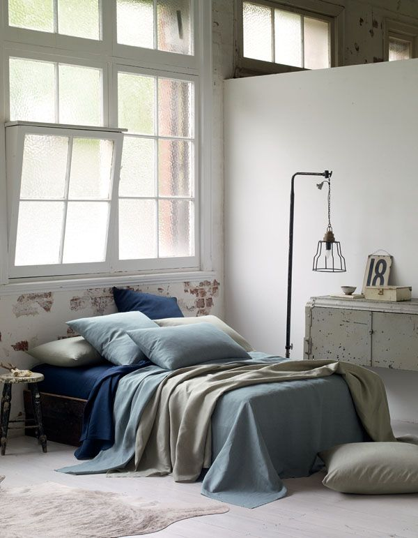 Love the lamp. The linen does look comfy too.