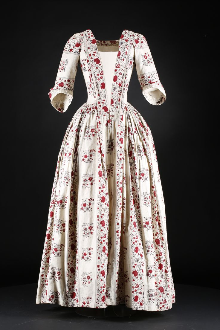 Cotton day dress, c.1740-1760. National Museum of Scotland.