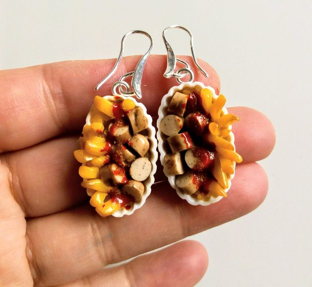 Kurioser Schmuck: Currywurst Ohrringe für Fastfood-Liebhaber/ currywurst earrings for fastfood lovers made by Silvia-Ortiz-de-la-Torre via DaWanda.com