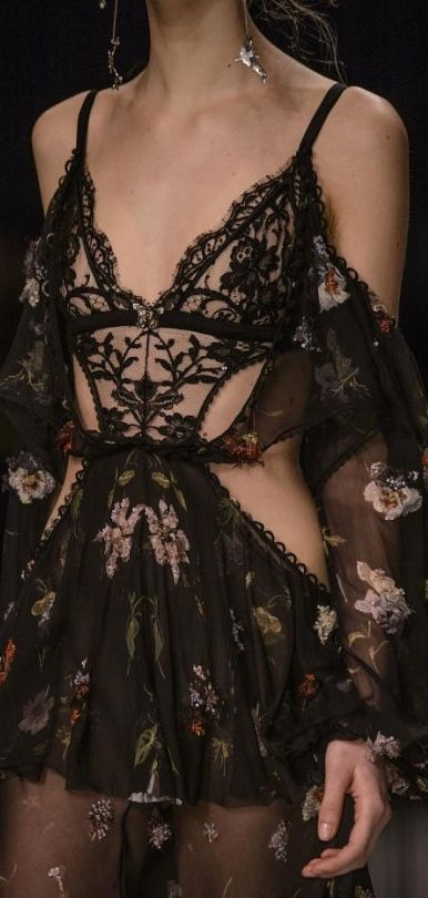 Alexander McQueen Fall 2016, minus the whole night gown look...i think if you added a black sweet heart topped bodycon dress it'd be perfect!