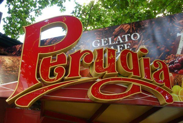 Rediseño de la identidad Visual de la Heladería Perugia + diseño del local