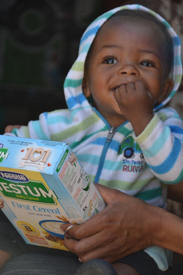 We give baby food to toddlers to prevent HIV/ Rozdáváme kojencům náhradní výživu jako prevenci HIV