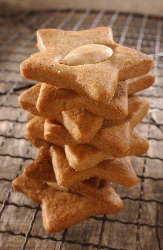 Zimmetstern, petits gâteaux tradi de Noël : voir la recette des petits biscuits allemands de Noël