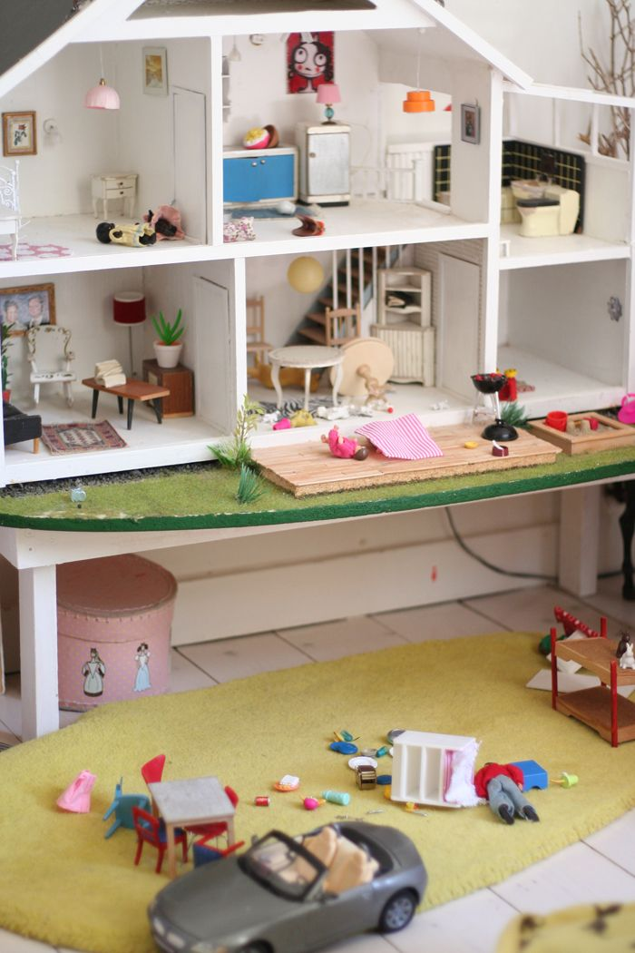 dollhouse: Dolls Houses, Dollhouses Layout, Curtains, Dollhouses Tables, All White, Lights Pendants, Wonder Dollhouses, Dollhouse Layout, Design