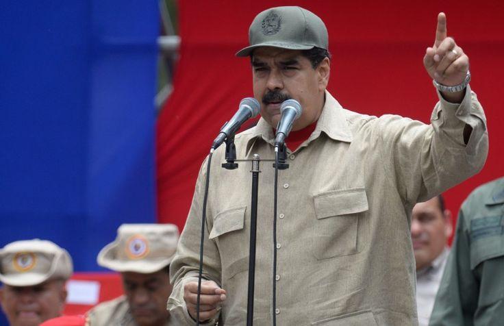 """El presidente venezolano, Nicolás Maduro, compareció la noche de este martes en televisión para denunciar un """"complot militar"""" contra el Gobierno cuando faltan unas horas para que la oposición se manifieste en las calles de Caracas.   #EJÉRCITO #Nicolas Maduro"""