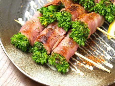 菜の花ベーコン巻き串焼き 、 焼鳥 - 魚料理と簡単レシピ